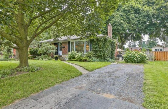 18 REDWOOD, Brantford, ON N3R 3M1